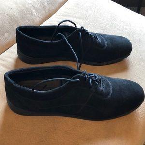 BNWOB Ladies Easy Spirit suede leather black shoes
